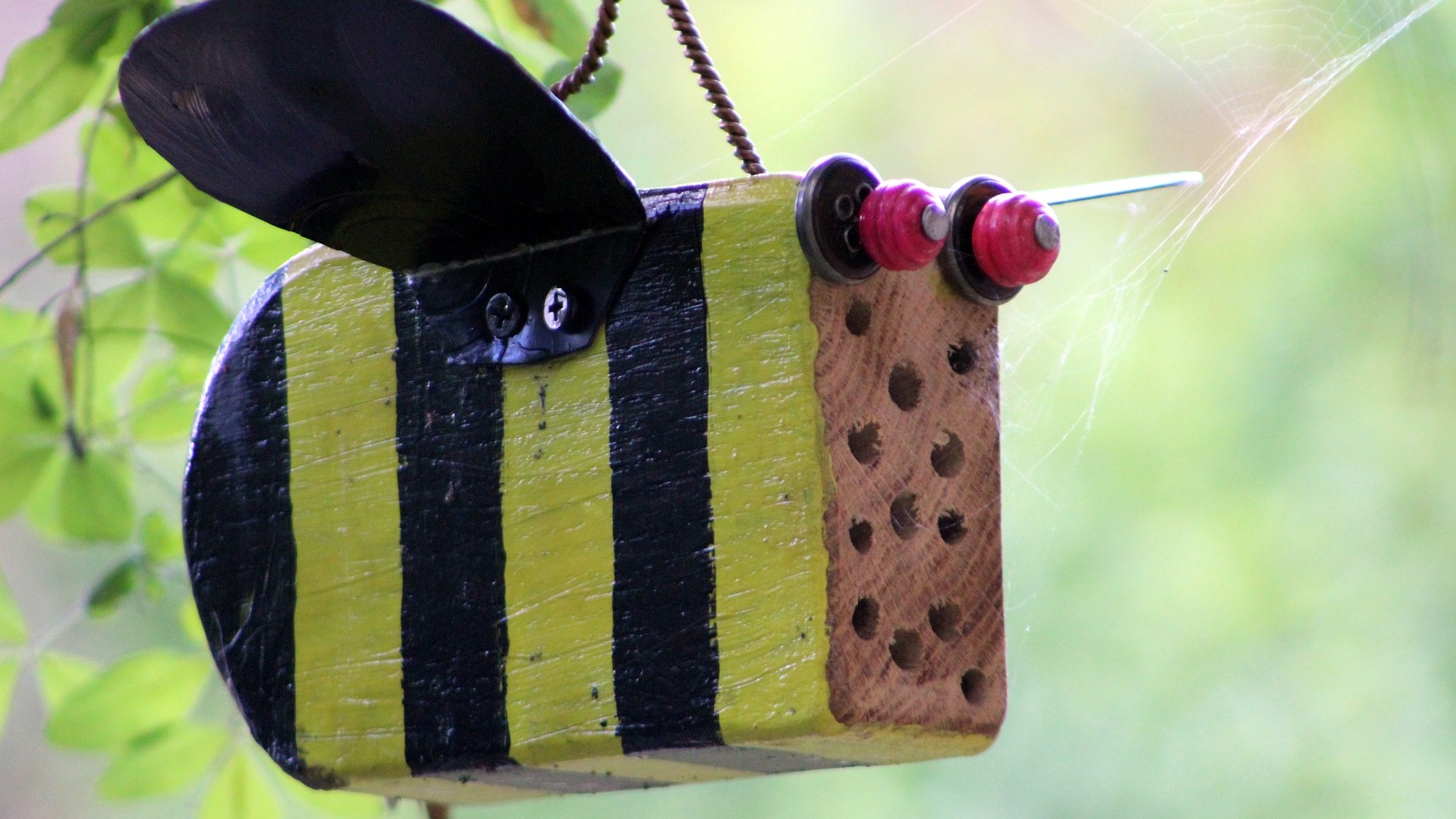 Attract Bees - Attract mason bees - mason bee nesting - Bee hotel 7