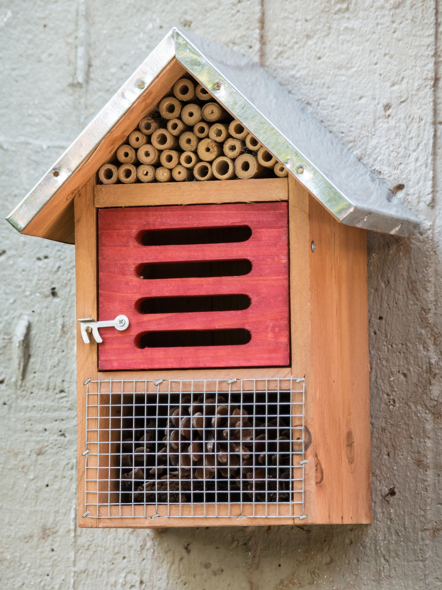 Attract Bees - Attract mason bees - Mason bee nesting - Bee hotel 2